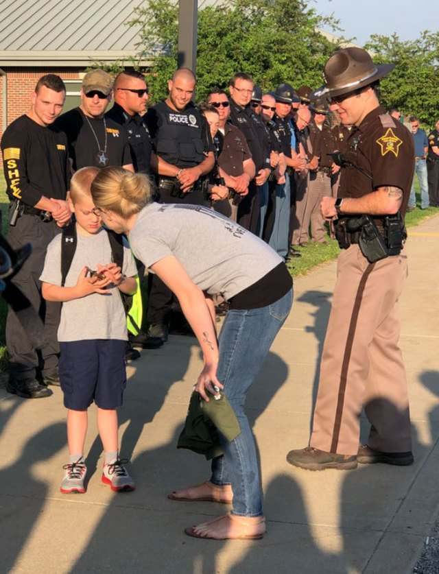 Little Boy Gets Escorted By 70 Police Officers On His First Day Of School After His Father Died