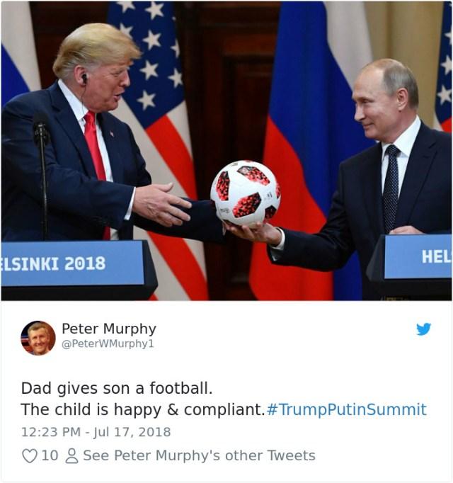 Papá dándole una pelota a su hijo. Ahora el niño esta contento
