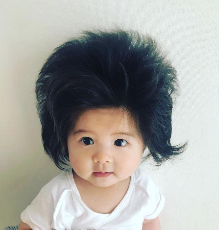 This baby hairy will be the cutest thing youll ever see today 5b502fe59d711  700 - Ela ficou conhecida na Internet como o bebê mais cabeludo do mundo