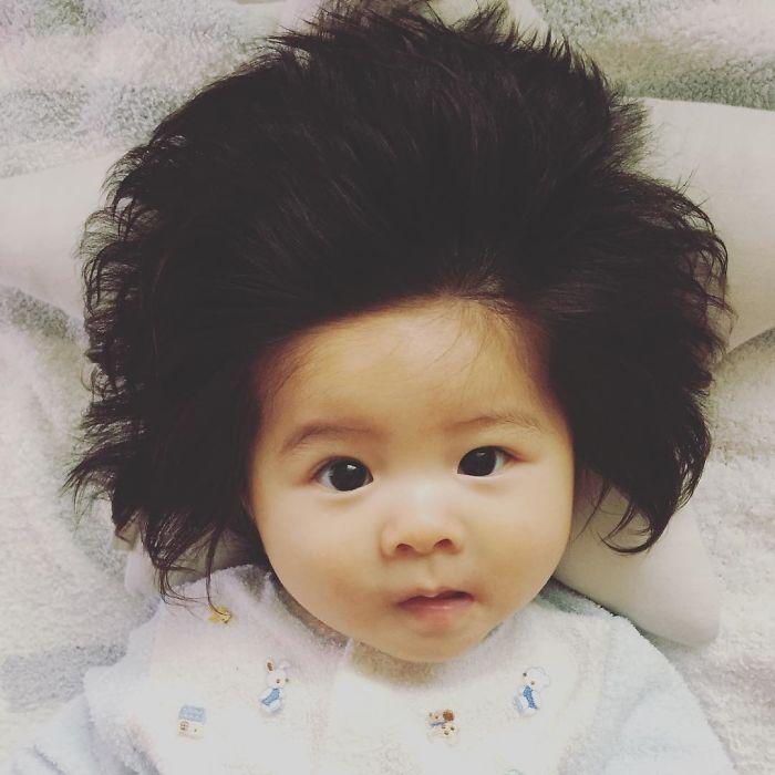 This baby hairy will be the cutest thing youll ever see today 5b502ff79c2f8  700 - Ela ficou conhecida na Internet como o bebê mais cabeludo do mundo