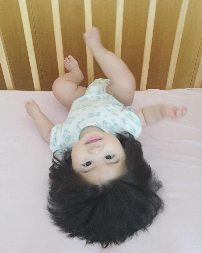 This baby hairy will be the cutest thing youll ever see today 5b503034d147f  700 - Ela ficou conhecida na Internet como o bebê mais cabeludo do mundo