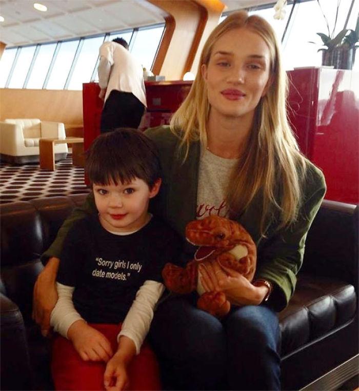 Mi primo conoció a Victoria's Secret Model en el aeropuerto. Día perfecto para llevar esa camisa