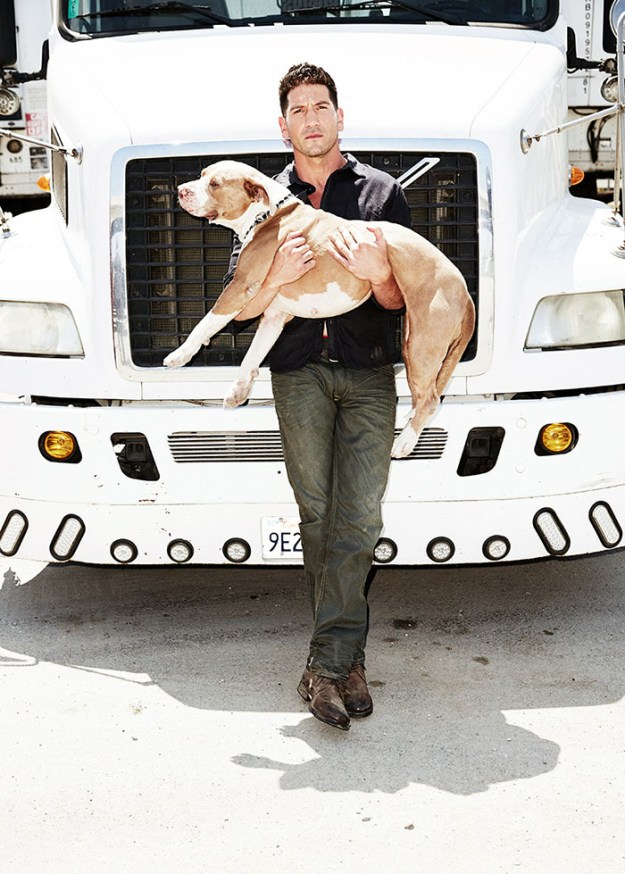 pitbull-lover-jon-bernthal-8-5b588e21f21ee__700 Heartwarming Photos Of 'The Walking Dead' Star With His 3 Rescue Pit Bulls Will Melt Your Heart Design Random