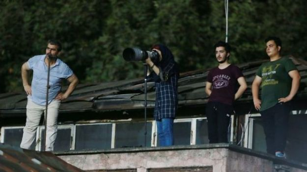 Banned-From-Stadium-Iranian-Female-Photographer-Shoots-Football-Match-Roof-5b728ca5730c7__700 The Way This Female Journalist Bends The Rules After Getting Banned From Stadium Is Genius Design Photography Random