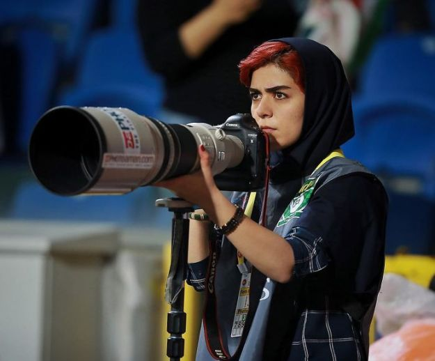 banned-from-stadium-iranian-female-photographer-shoots-football-match-roof12-5b7289c7f3527__700 The Way This Female Journalist Bends The Rules After Getting Banned From Stadium Is Genius Design Photography Random