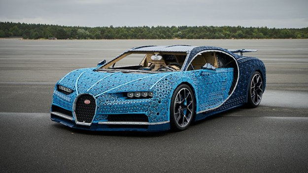 life-size-bugatti-chiron-lego7-5b88ec7f5edb5__700 LEGO Builds Bugatti Chiron From 1,000,000+ LEGO Bricks, And This Test-Drive Video Shows Just How Epic It Truly Is Design Random