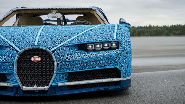 life-size-bugatti-chiron-lego8-5b88ec8175740__700 LEGO Builds Bugatti Chiron From 1,000,000+ LEGO Bricks, And This Test-Drive Video Shows Just How Epic It Truly Is Design Random