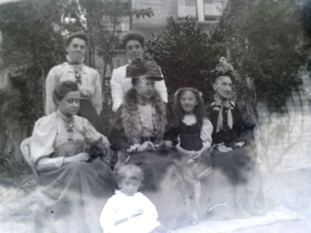 mystery-old-box-negatives-photos-scott-pack-5b7bbab5138a4__700 Man Finds 100-Year-Old Photo Negatives Inside Old Box He Buys For £4, Son 'Develops' Them Using Photoshop Design Random