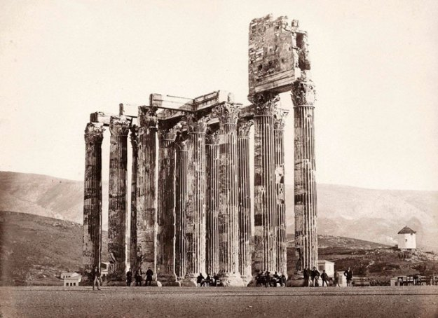ancient-ruins-mystery-temple-olympian-zeus-athens-5ba35db983577__700 Guy Notices Something Odd On Top Of Ancient Greek Temple In 1858 Photo, Makes Fascinating Discovery Design Random