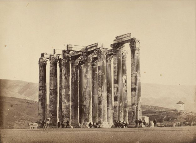 ancient-ruins-mystery-temple-olympian-zeus-athens-5ba36286be827__700 Guy Notices Something Odd On Top Of Ancient Greek Temple In 1858 Photo, Makes Fascinating Discovery Design Random