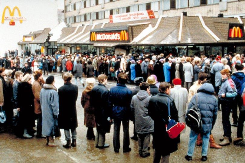 first mcdonald restaurant opens soviet union moscow russia 1900 5b963dd825f06  700 - O primeiro McDonald's do Comunismo?