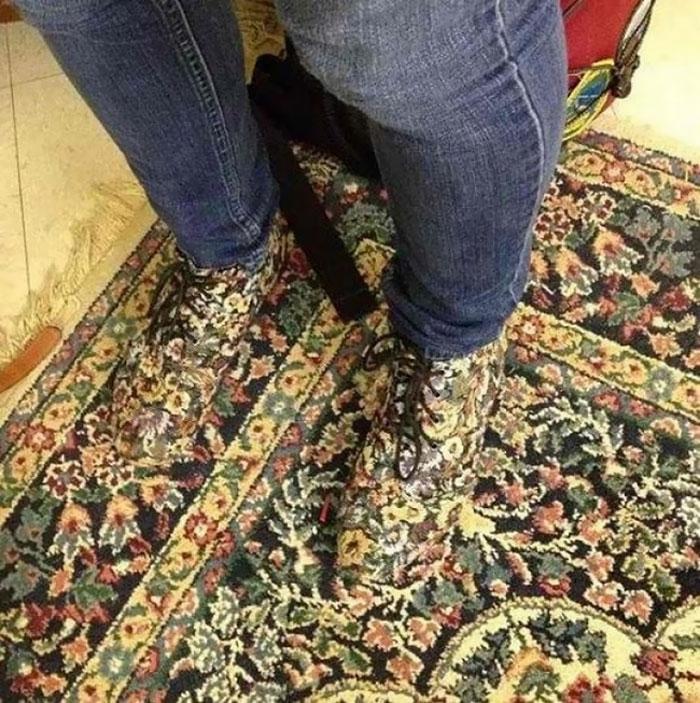 Miré hacia abajo para encontrar mis zapatos combinados Alfombra
