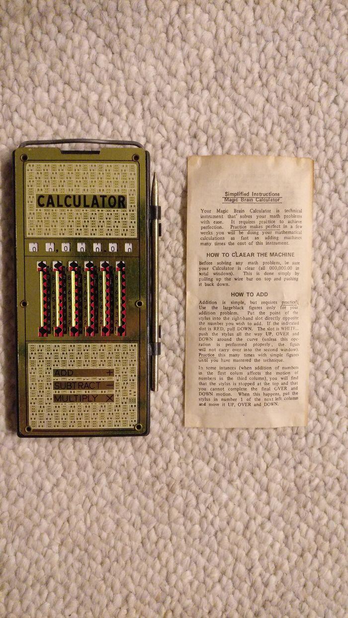 Encontró esta vieja calculadora en el ático de mi bisabuela