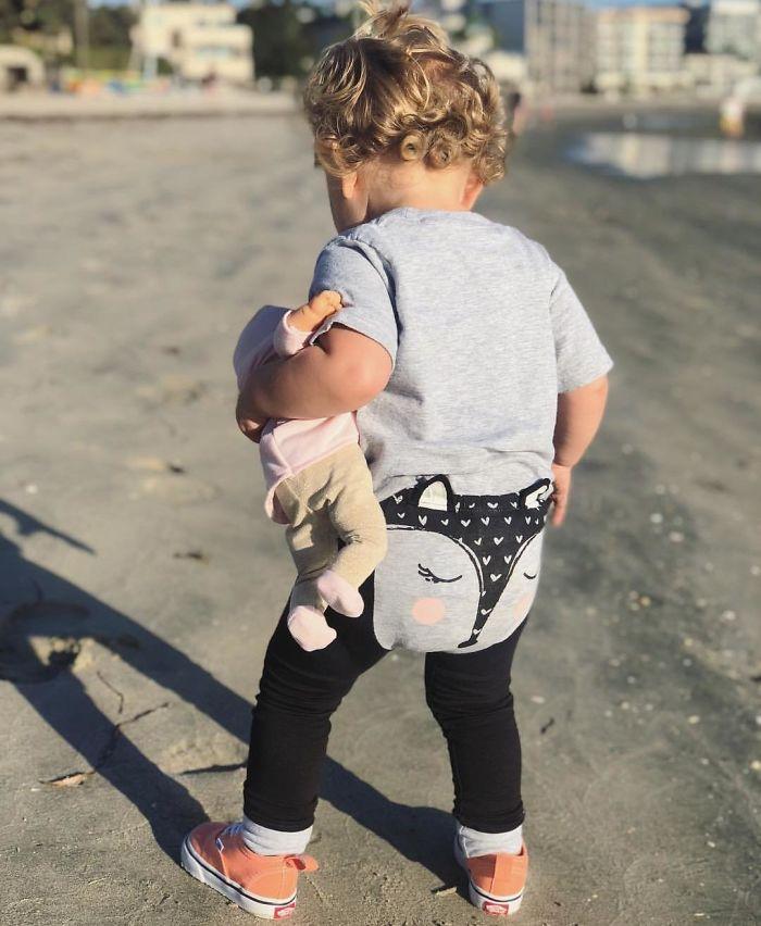 Estos pantalones de bebé que parecen una tanga