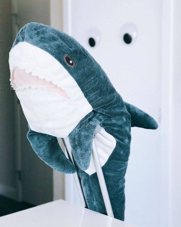 BZj3qy8A6CP-png__700 IKEA Released An Adorable Plush Shark And People Are Losing Their Minds Over It Design Random