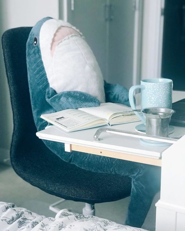 BlBhZ3hB6N1-png__700 IKEA Released An Adorable Plush Shark And People Are Losing Their Minds Over It Design Random