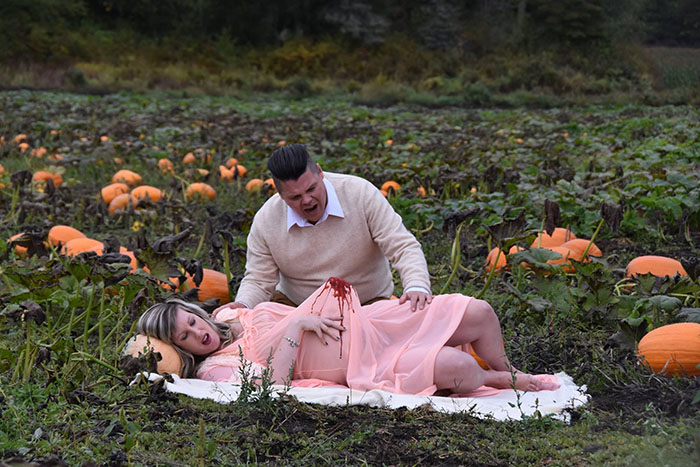 This Is The Most Terrifying Maternity Photo Shoot We've Ever Seen (WARNING: Some Images Might Be Too Brutal) funny maternity photoshoot alien pumpkin field todd cameron li carter 10 5bbdc4b7a720d  700