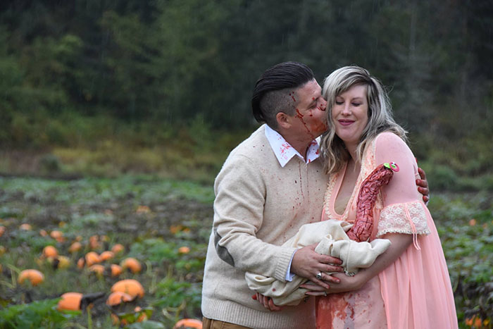 This Is The Most Terrifying Maternity Photo Shoot We've Ever Seen (WARNING: Some Images Might Be Too Brutal) funny maternity photoshoot alien pumpkin field todd cameron li carter 18 5bbdc4c6f0114  700