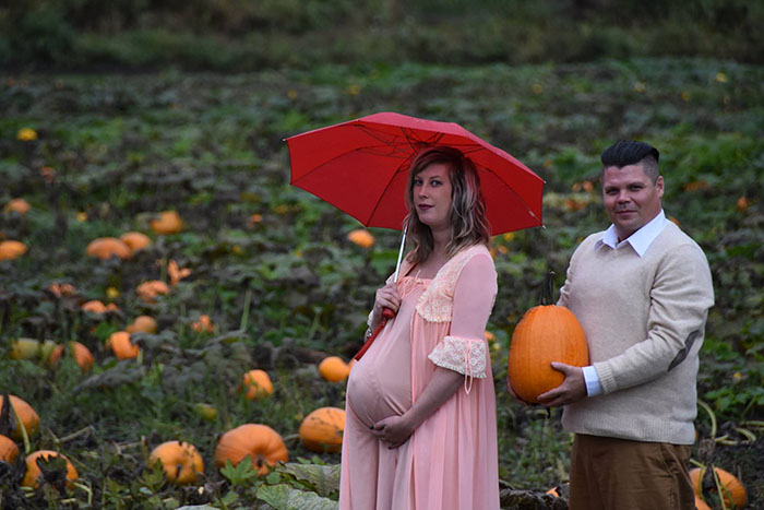 This Is The Most Terrifying Maternity Photo Shoot We've Ever Seen (WARNING: Some Images Might Be Too Brutal) funny maternity photoshoot alien pumpkin field todd cameron li carter 3 5bbdc4aa45f05  700