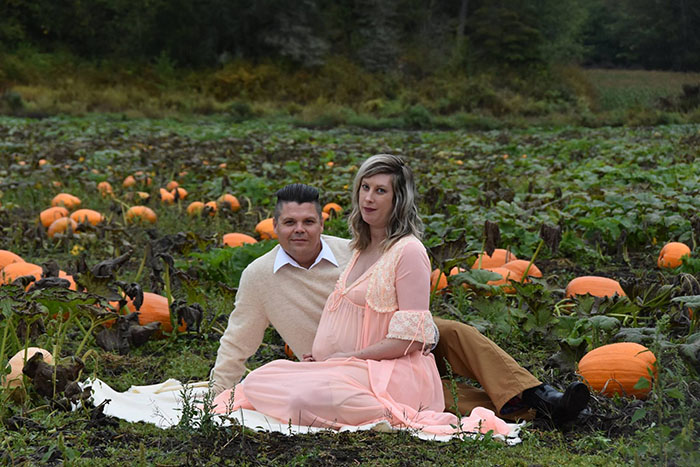 This Is The Most Terrifying Maternity Photo Shoot We've Ever Seen (WARNING: Some Images Might Be Too Brutal) funny maternity photoshoot alien pumpkin field todd cameron li carter 5 5bbdc4ae28ccc  700