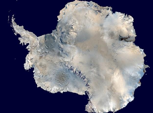 interesting-antarctica-facts-south-pole-5bd9c9b2edf71__700 27 Unbelievable Facts About Antarctica That Are 100% True Design Random