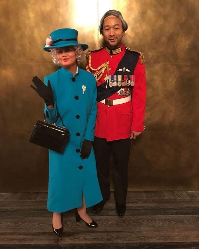 John Legend y Chrissy Teigen como el príncipe Philip y la Reina de Inglaterra