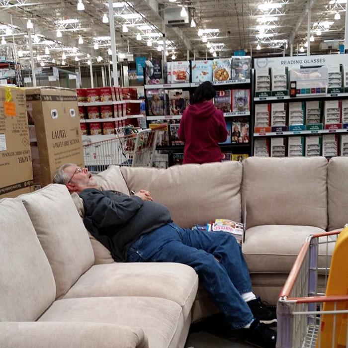 Funny-Miserable-Men-Shopping-Photos