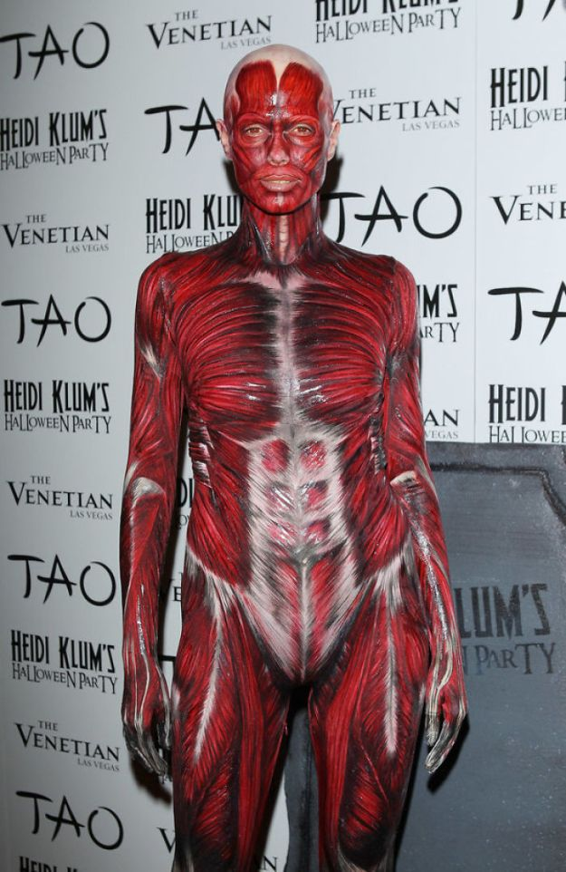 heidi-klum-halloween-costumes-2018-18-5bdaab41f0d1d__700 Heidi Klum Finally Reveals This Year's Costume, Proves She's The Queen Of Halloween Once More Design Random
