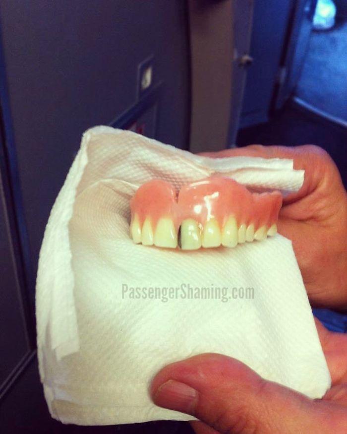 Cuando llegas al bolsillo de tu asiento y sacas una sonrisa!