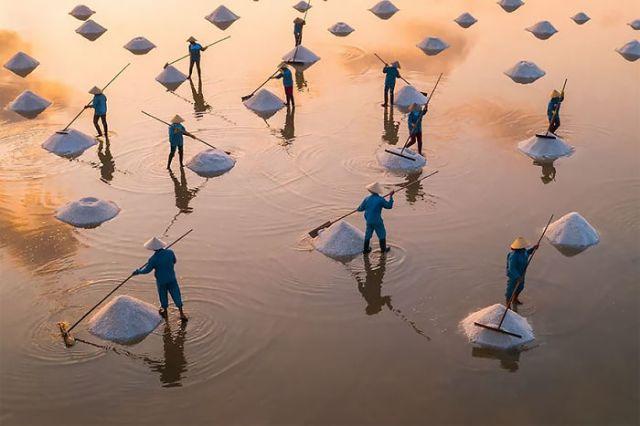 Campo de sal Hon Khoi en Vietnam, por Trung Pham
