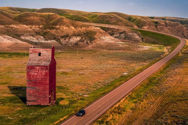 Afueras de Dorothy, en Alberta, Canadá, por Justen Soule