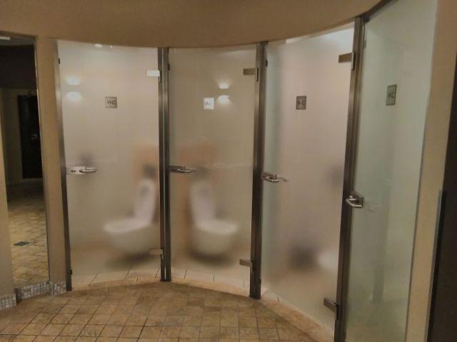 Puertas semitransparentes superincómodas