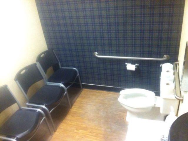 En este 4° de baño te juzgan mientras haces tus cosas