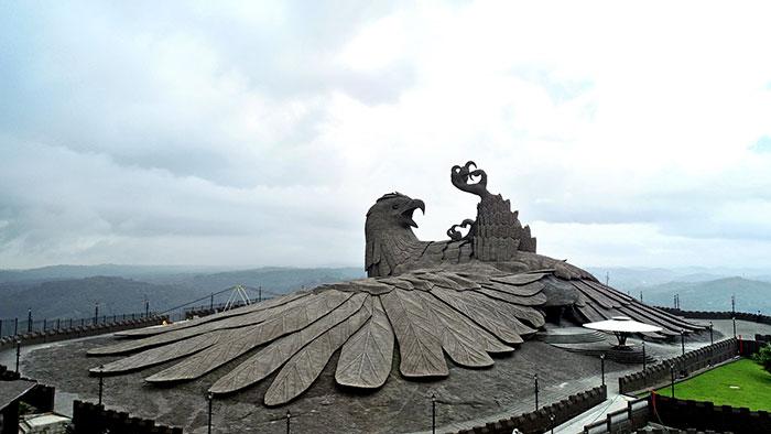 largest bird statue jadayupara jatayu earth centre india 5 5cb990b3a7119  700 - Artista passou 10 Anos criando a escultura de pássaro mais alto do mundo