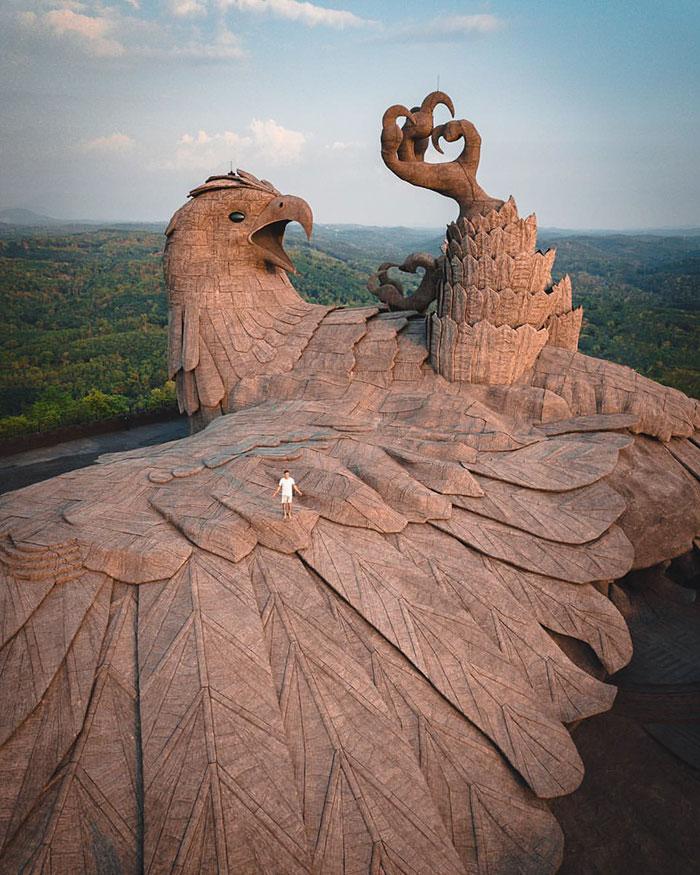 largest bird statue jadayupara jatayu earth centre india 6 5cb990b5da347  700 - Artista passou 10 Anos criando a escultura de pássaro mais alto do mundo