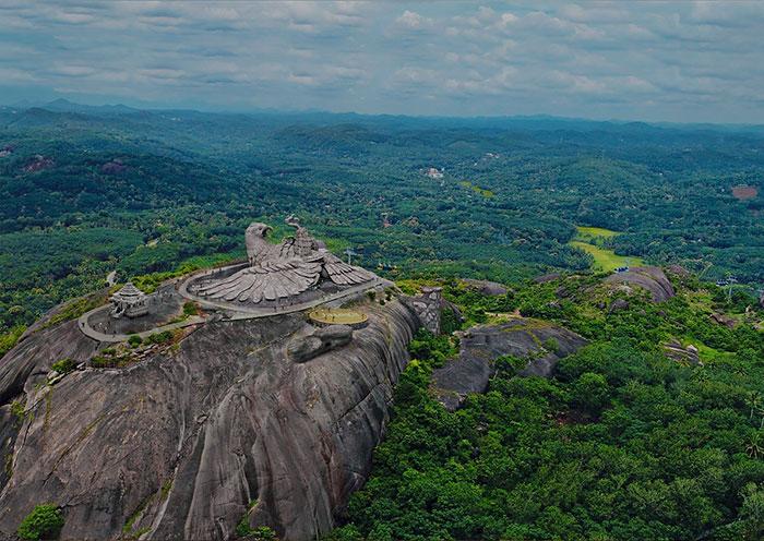largest bird statue jadayupara jatayu earth centre india 7 5cb990b8cd28f  700 - Artista passou 10 Anos criando a escultura de pássaro mais alto do mundo