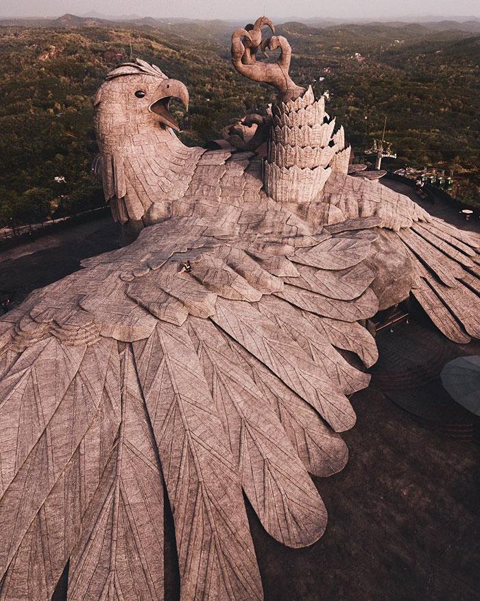 largest bird statue jadayupara jatayu earth centre india 8 5cb990bc1ba34  700 - Artista passou 10 Anos criando a escultura de pássaro mais alto do mundo