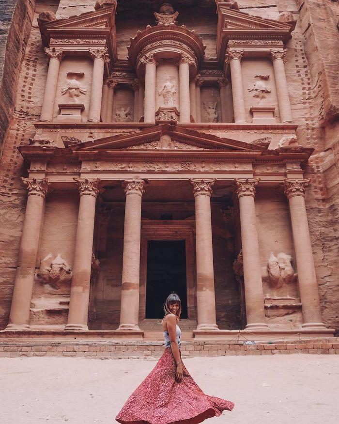 BorUF3 AIX  png  700 - Menina de 21 anos torna-se a pessoa mais jovem a visitar todos os países