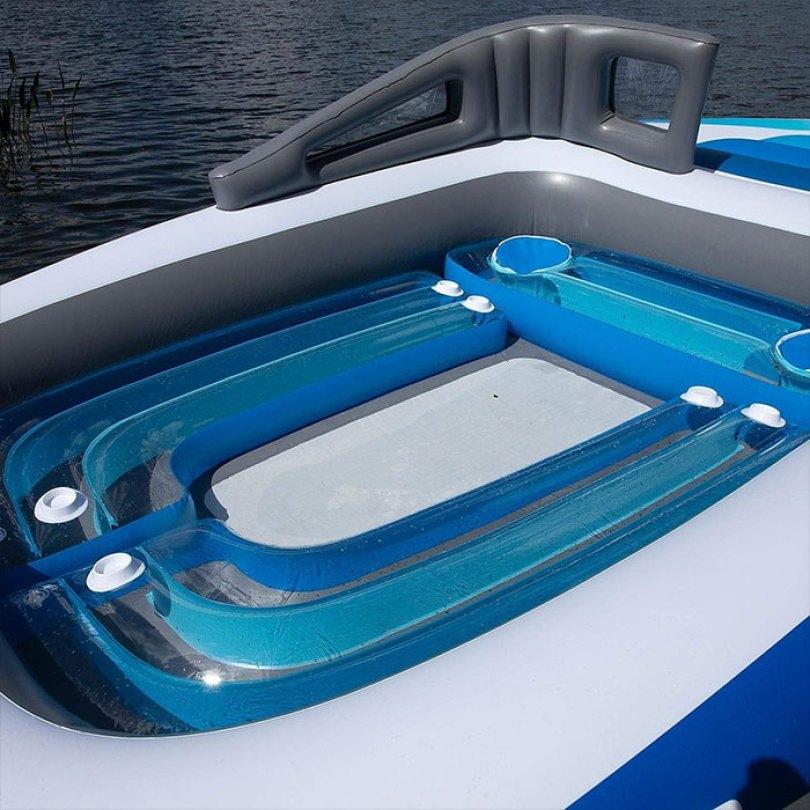 inflatable speedboat life size amazon 2 5d03469f8d716  700 - Lancha inflável faz você se sentir um milionário