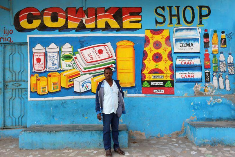 somalia hand painted storefronts 1 5cf4d6c45d77d  880 - Você Sabia? Vitrines na Somália tem que ter desenhos