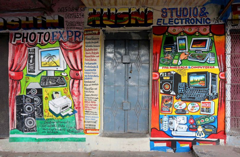 somalia hand painted storefronts 8 5cf4d6cda8b01  880 - Você Sabia? Vitrines na Somália tem que ter desenhos