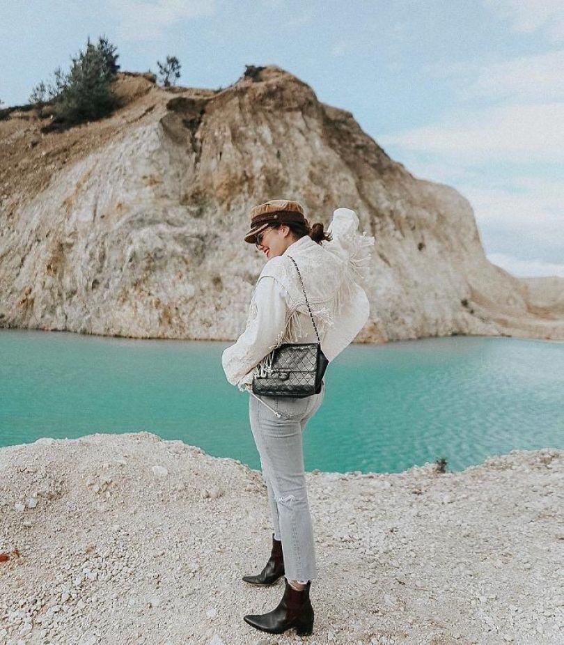 BhCnP8Xhr1D png  700 - Instagramers confundem lixo tôxico por lindo lago azul