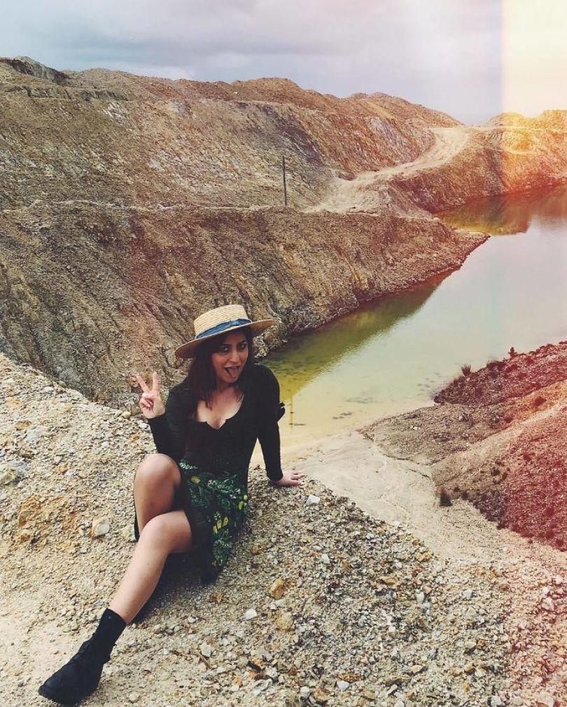 BiIcSWxl7c4 png  700 - Instagramers confundem lixo tôxico por lindo lago azul