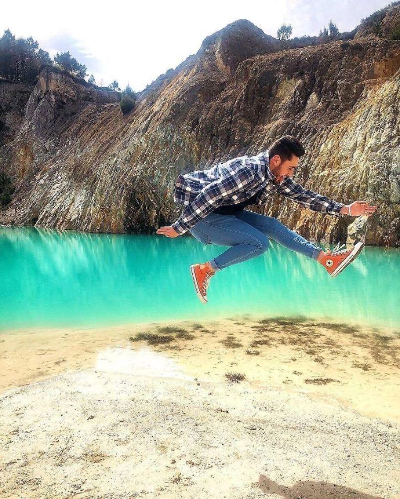 BwVEtevHgtC png  700 - Instagramers confundem lixo tôxico por lindo lago azul