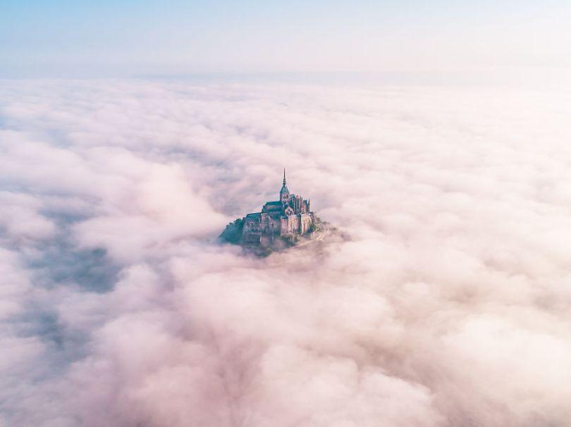 Reaching for Heaven by thedronelad UK Konrad ParuchAGORA images 5d6fc6b3d4603  880 - As imagens mais inacreditavelmente incríveis de 2019