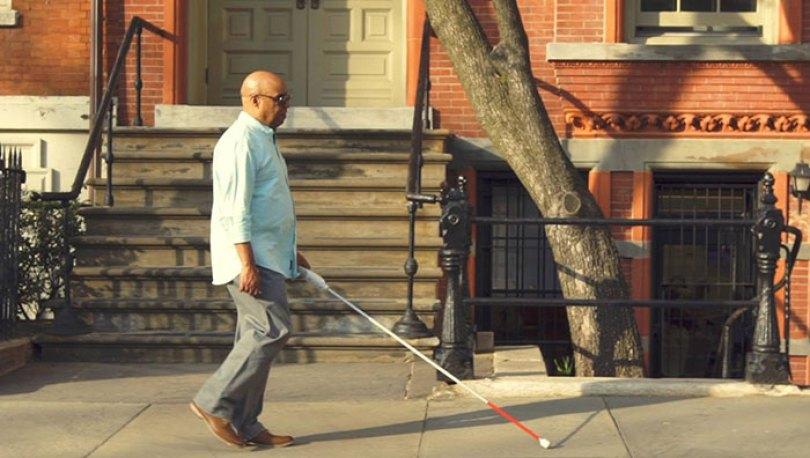 blind engineer invents smart cane wewalk 1 5d76657c32da7  700 - Bengala inteligente com Google Maps será uma das maiores invenções da década sobre acessibilidade