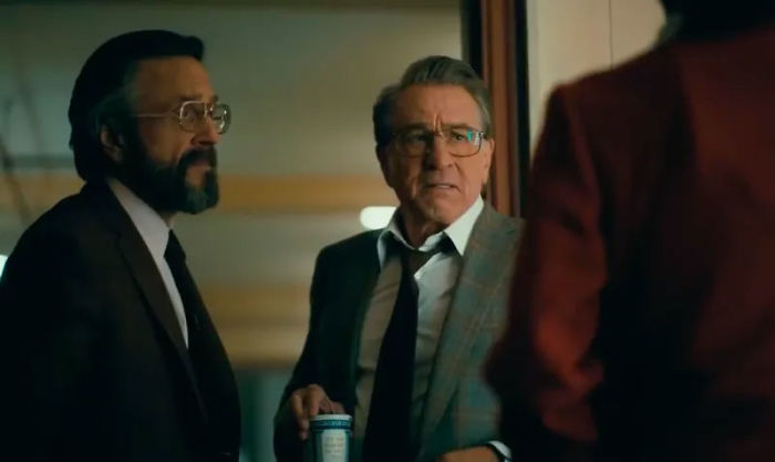 "Trecho do filme ""Coringa"" com Robert De Niro e Joaquin Phoenix"