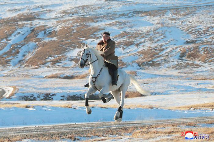 kim jong un 40 - Kim Jon-un e Vladmir Putin andaram juntos a cavalo?