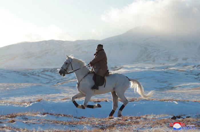 kim jong un 41 - Kim Jon-un e Vladmir Putin andaram juntos a cavalo?