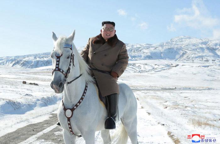 kim jong un 50 - Kim Jon-un e Vladmir Putin andaram juntos a cavalo?